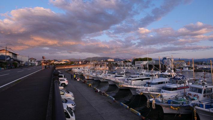 田子の浦漁港の朝。