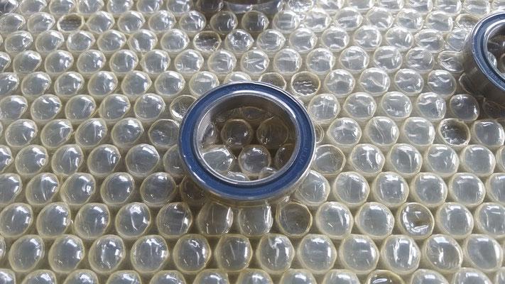 ベアリングをゼラストスキンパックで梱包した例