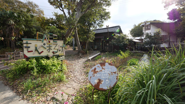 佐久島には、このようなおしゃれなカフェが多数あります。