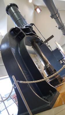 横須賀製鉄所で使用されたスチームハンマー。金属を鍛造する巨大なハンマーである。