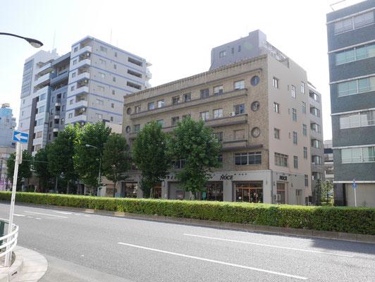 タイガービル。台東区内のビルでは最も古く、有形文化財にも指定されています。施工は昭和9年、つまり東京大空襲を生き延びたビルです。IFには家具「NOCE」が入っています。