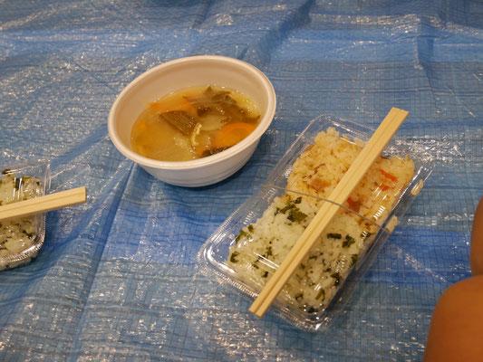 豚汁とアルファ米の炊き込みご飯。美味しかったです。