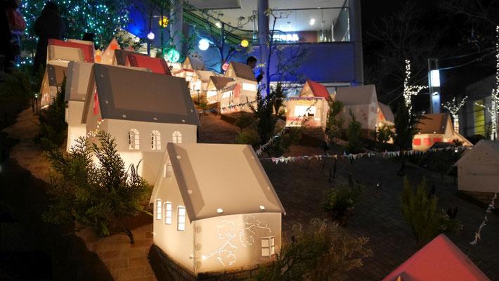 可愛らしい家のひとつひとつが、椙山大学学生さんの作品です。