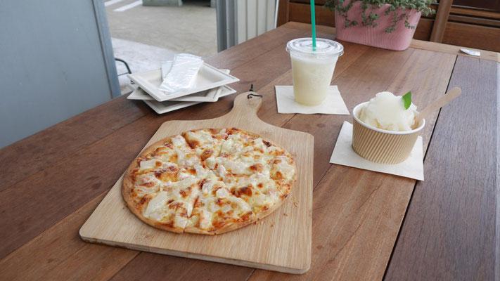 取材後、カフェでピザやシャーベットをいただきました。