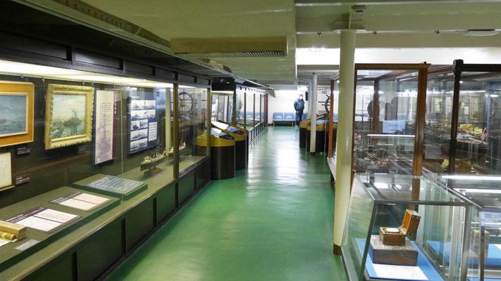 船内に入ると、日露戦争を伝えるさまざまな展示があります。