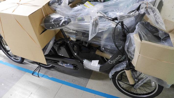 メーカーからは、このような梱包で自転車が出荷される。以前のビックカメラ様でも、この状態に似た梱包を行い、整備済みの自転車をお客様の元にお届けしていた。
