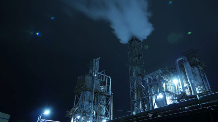 ここから工場夜景です。春日製紙工業ですね。