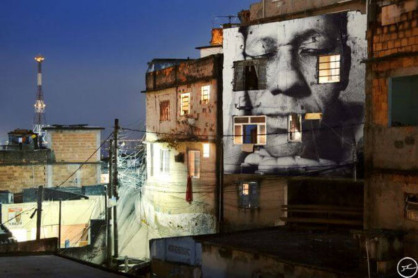 JR-street-art-portrait-geant-noir-et-blanc.jpg