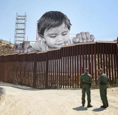 JR-street-art-denonce-frontiere-mexique-amerique.jpg