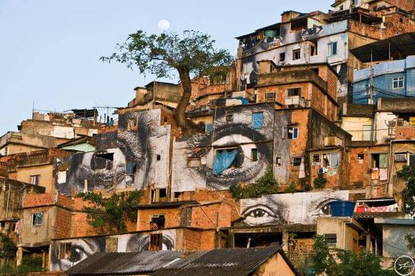 JR-street-art-engage-photo-immense.jpg