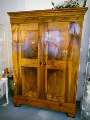biedermeierschrank nussbaum 8 kassetten biedermeier. Black Bedroom Furniture Sets. Home Design Ideas