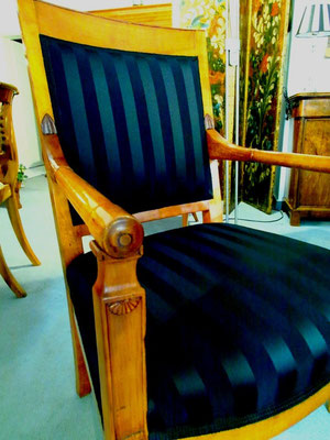 biedermeier sessel kirschbaum biedermeier antiquit ten. Black Bedroom Furniture Sets. Home Design Ideas