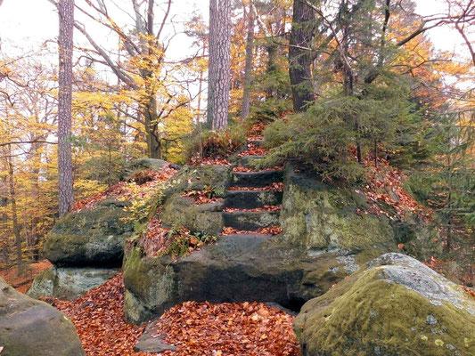 Stufen zur Stelle des ehemaligen Aussichtsturmes