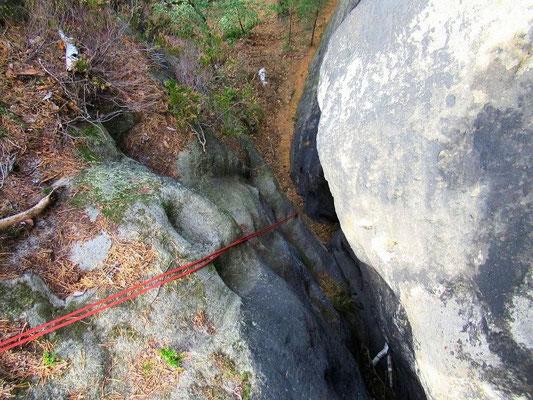 8 Meter tiefe Felsspalte runter zur Stimmersdorfer Kapelle