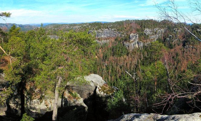 Blick zum Grat der Thorwalder Wände, unten der Klettergipfel Hinterer Hickelturm
