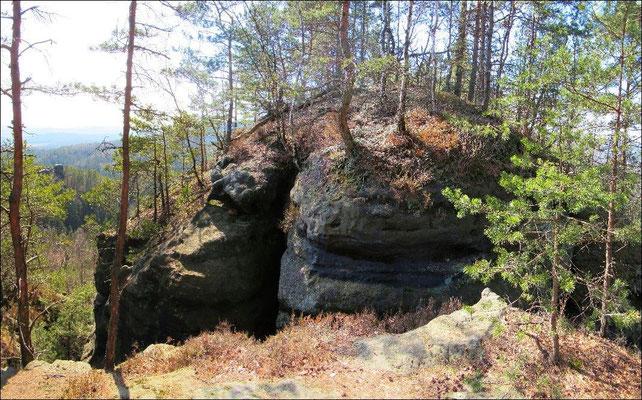 Breite Felsspalte, Stelle der ersten Holzbrücke vom Thorwalder Gratweg aus zum Langen Horn. Diese Stelle geht nur mit Klettern und Seilsicherung zu überwinden