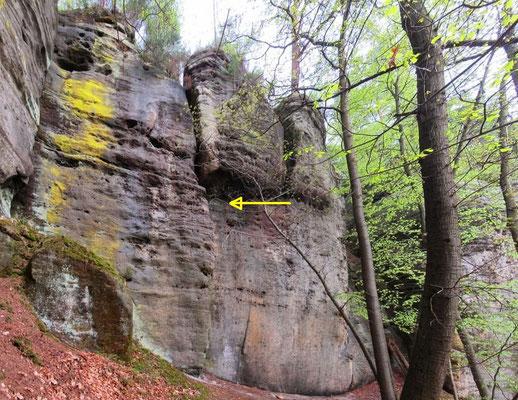 Geheimnisvolle Inschrift in 10 Meter Höhe an der Felswand