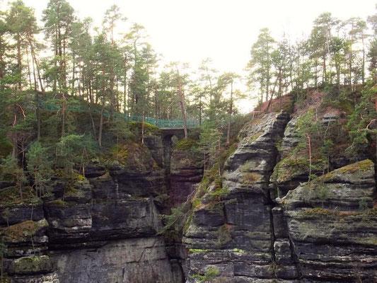 Brücke zwischen Kreuzstein und Edmundstein