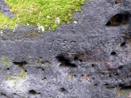 Alte Jahreszahl auf dem Felsmassiv hinter der Balzhütte