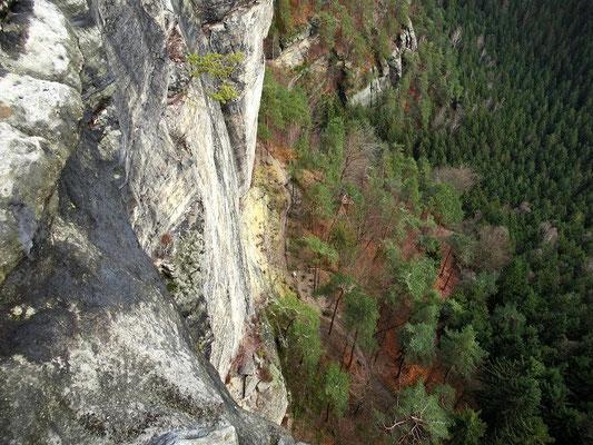 Blick zum 70 Meter tiefer gelegenen Gabrielensteig