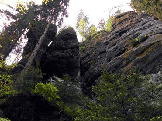 In Bildmitte die ehemalige Bärenhöhle-Stiege, rechts der Klettergipfel Raubschütznadel