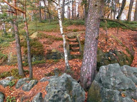 Alte Treppe auf dem Felsmassiv hinter der Balzhütte