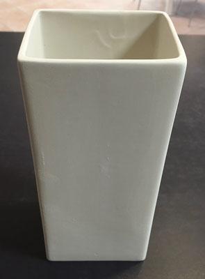 VV - Vase viereckig, Höhe 22,5 cm, Breite 10 cm, Tiefe 8,5 cm - 25,90 Euro
