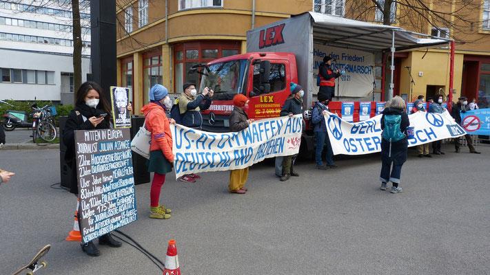 03.04.2021 - Berlin: Free Assange Berlin zu Gast beim Ostermarsch 2021