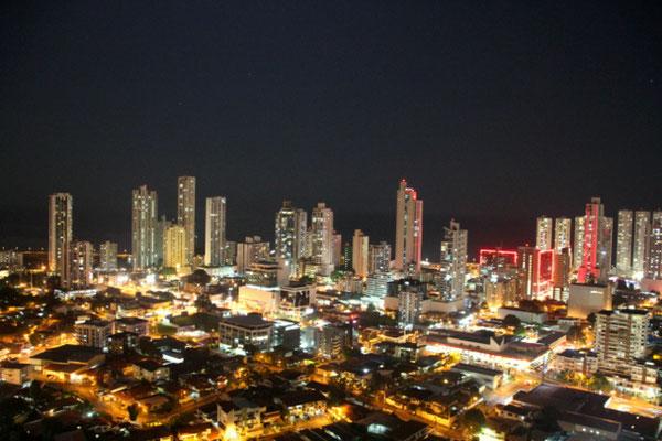 Panama City bei Nacht Reisen
