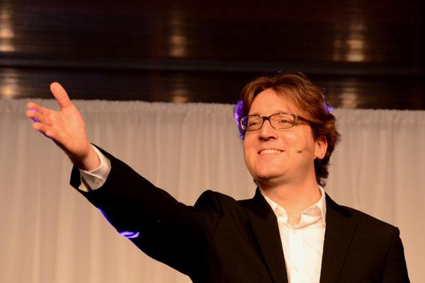 Moderator M. Steiger kündigt I Pelati Delicati an