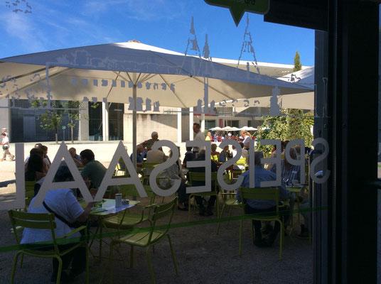 Café Restaurant Speisesaal In Der Bundeskunsthalle Bonn