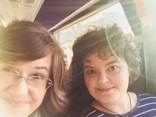 A l'autocar de camí amb Claudia Casanova (Directora editorial Grupo Ático)