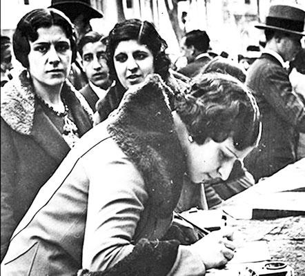 Mesa de recollida de signatures a favor de l'Estatut de 1932