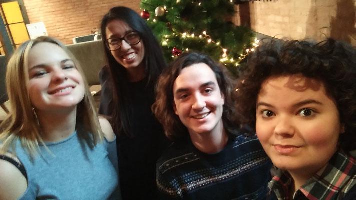 D'esquerra a dreta: Elena Núñez, Layla Zaoui, Gerard Solé i Mixa
