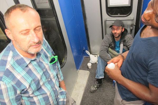 ... certains en voiture avec le matériel, d'autres en train (ha les couchettes !!!)...