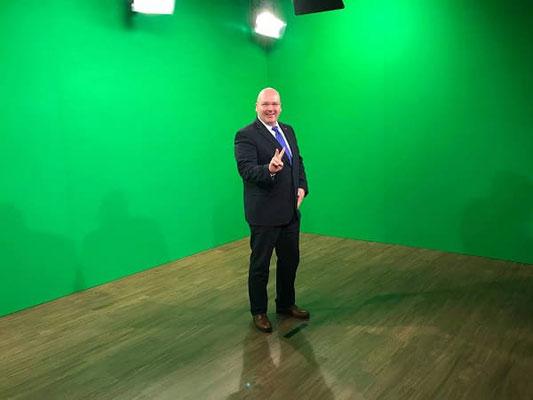 ... Greenscreen: Kai Schimmelfeder im Vortrag der TV-Aufzeichnung