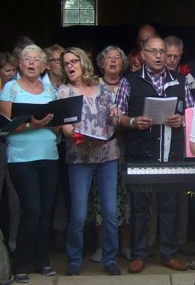 Die Begeisterung ist den Sängerinnen und Sängern anzusehen