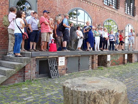 Die Besucher bei der Stadtführung