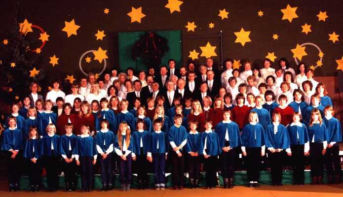 3. Adventssonntag 1983 in der Turnhalle Olfen. Sie wurde mit viel Engagement der Chormitglieder festlich geschmückt.