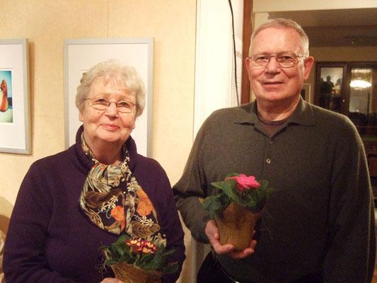 Christiane und Gerd von Gilardi werden für ihre 30-jährige Mitgliedschaft geehrt.