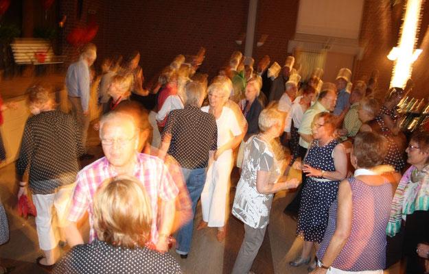 DJ Wolfgang legte auf und die Gäste tanzten ...