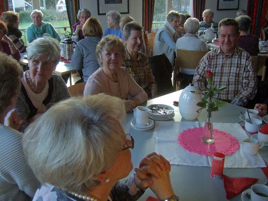 Der Gemeinderaum war bis auf den letzten Platz belegt. Schnell wurde ein Tisch im Vorraum aufgestellt.