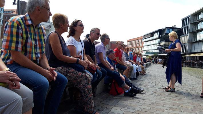 Die Besucher bei der Stadtführung ...