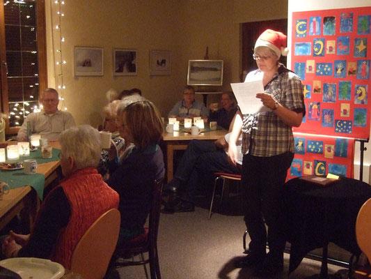 ... Hildegard Niewind tragen weihnachtliche Geschichten vor.