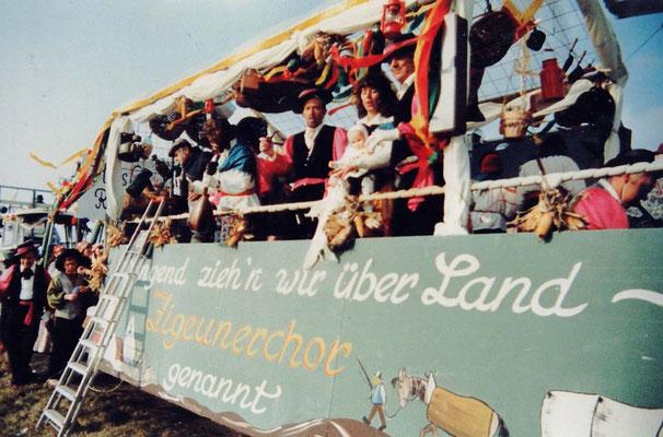 1983 -  Zigeunerwagen:  'Singend zieh'n wir über Land -  Zigeunerchor sind wir genannt'