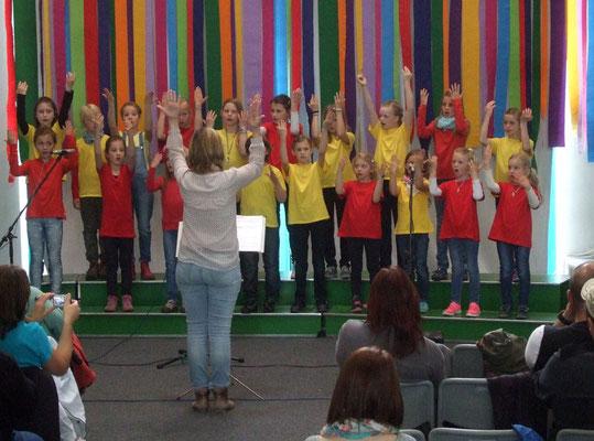 Den Kindern sah man die Freude am Singen an.