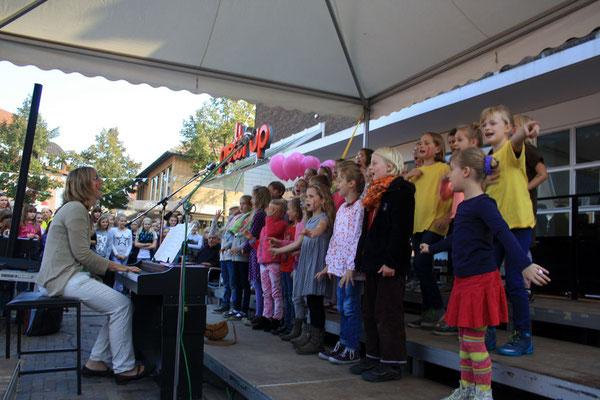 Die Kleinen sind mit Begeisterung dabei ... (Foto: Bernhard Sennekamp)