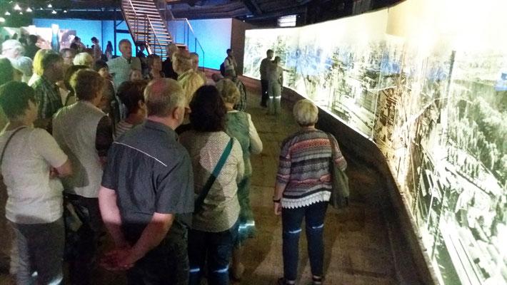 Hier lernen die Besucher den Blick um den Gasometer vor 60 Jahren ...