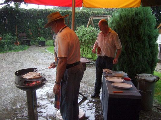 Trotz Wolkendusche haben Gerd und Heinz ...