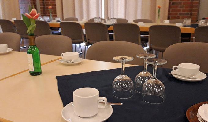 Die Tische sind schon gedeckt ...